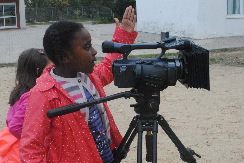 O MUNDO À NOSSA VOLTA - Cinema, cen anos de juventude - E.B.1/JI Vale da Amoreira . Filmagem Exercício @ Escola E.B.1./ JI Vale da Amoreira