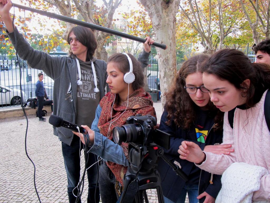 O MUNDO À NOSSA VOLTA - Cinema, cem anos de juventude - Filmagem Exercícios @ Escola Secundária de Camões
