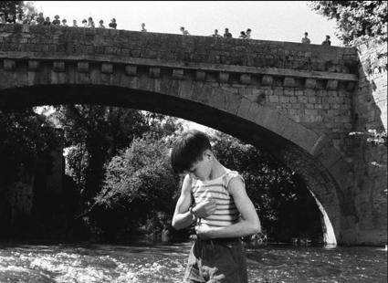 O MUNDO À NOSSA VOLTA / CINED - Rentrée des classes, de Jacques Rozier - Petite Lumière, de Alain Gomis @ Cinemateca Portuguesa