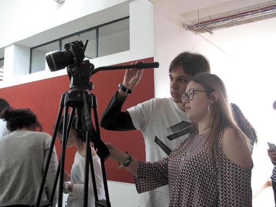 O MUNDO À NOSSA VOLTA / O Primeiro Olhar 103 - Filmagem @ Escola Secundária Gabriel Pereira, Évora