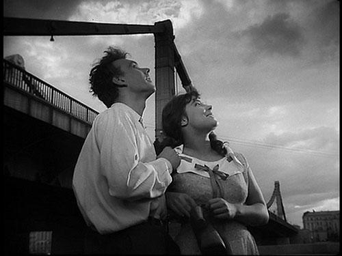 NO PAÍS DO CINEMA -  Quando Passam as Cegonhas (Letyat Zhuravli), de Mikhail Kalatozov @ Auditório Soror Mariana